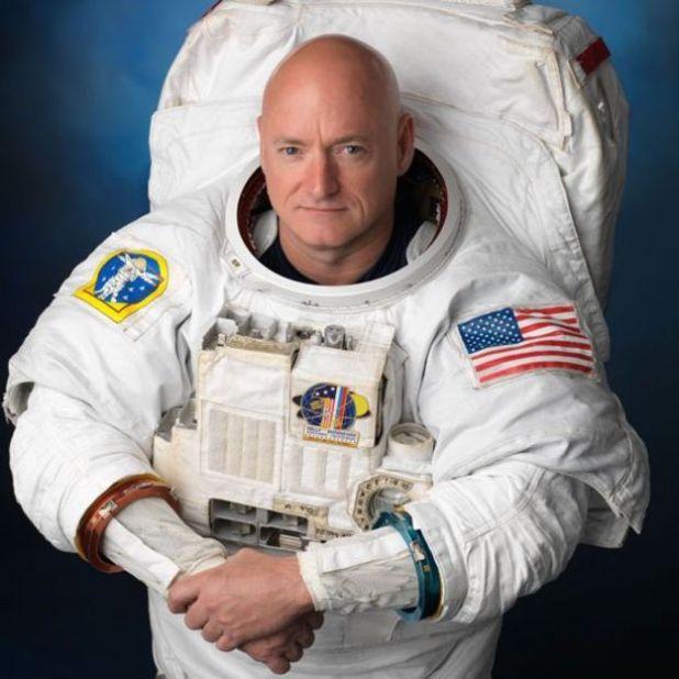Scott Kelly en su traje de astronauta