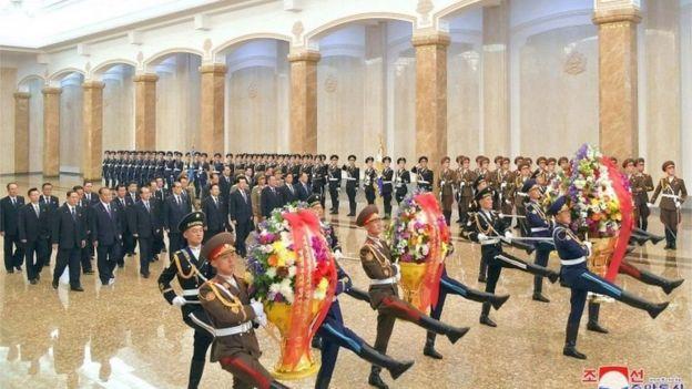 Waxay wararka bilowdeen markii Kim Jong-un laga waayay ka qeybgalka munaasabadda xuska dhalashada awoowgii