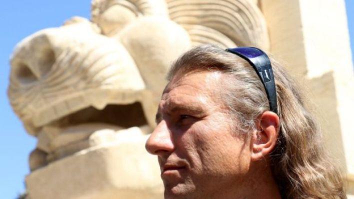 عالم الآثار البولندي بارتوسوتش ماركوفسكي عمل لمدة شهرين على ترميم تمثال أسد اللات