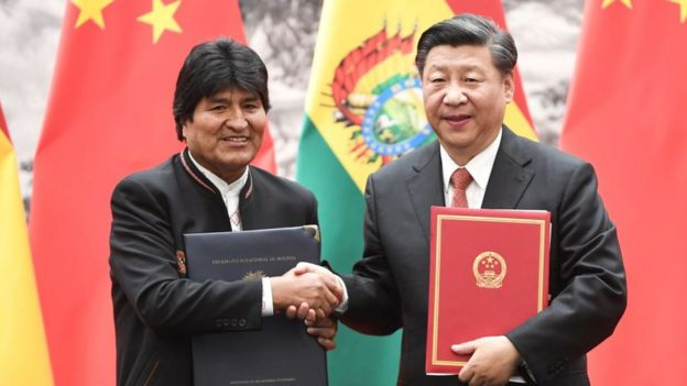 El presidente de Bolivia, Evo Morales, con el presidente de China, Xi Jinping.
