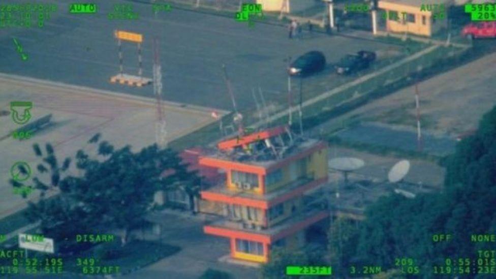 برج المراقبة المحطم في المطار