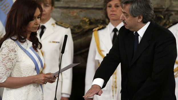 Alberto Fernández jura como ministro en la primera presidencia de Cristina Fernández.