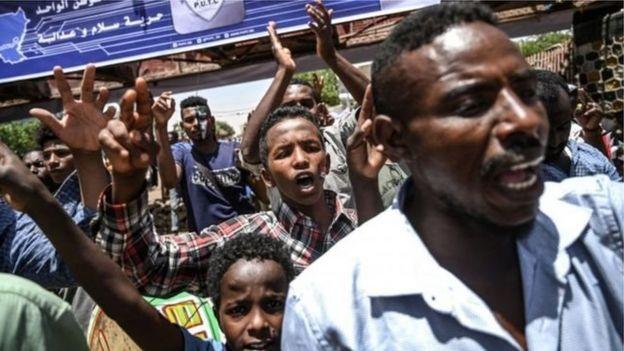 Les manifestants soudanais sommés de lever les barrages