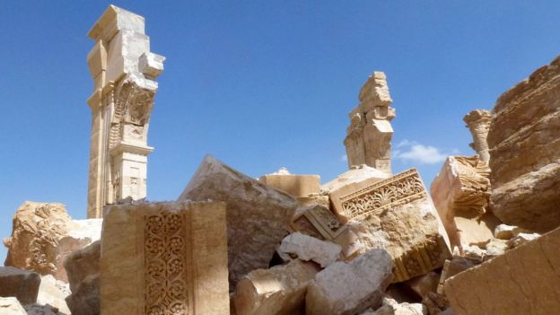 A general view taken on March 27, 2016 shows part of the remains of the Arc de Triomph (Triumph Arc) monument that was destroyed by Islamic State (IS) group jihadists in October 2015 in the ancient Syrian city of Palmyra