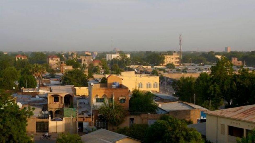 Une photo prise depuis un toit montre une vue de la capitale tchadienne N'djamena, le 3 novembre 2018.
