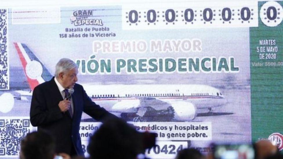 Andrés Manuel López Obrador hablando sobre la rifa en rueda de prensa en Ciudad de México