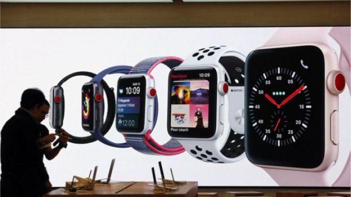 Apple Watches en una tienda Apple en París