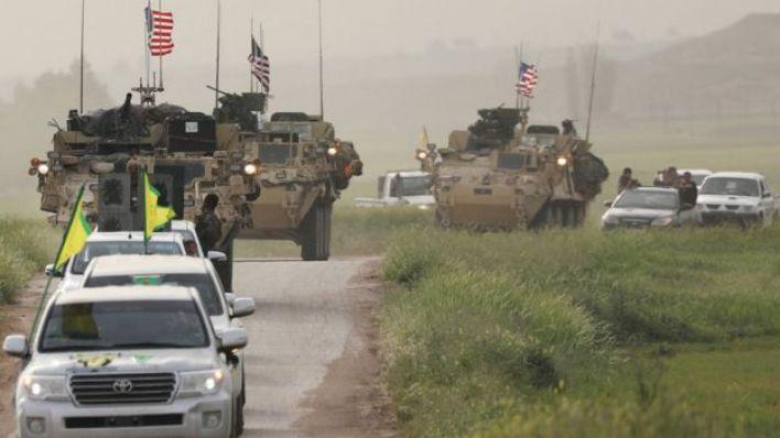 مقاتلو واي بي جي في دورية مع القوات الأمريكية