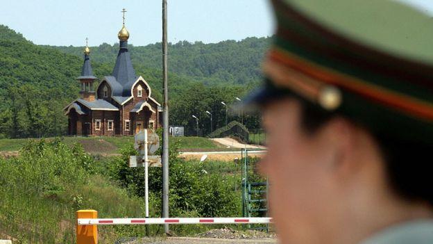 Un guardia en la frontera rusa con China
