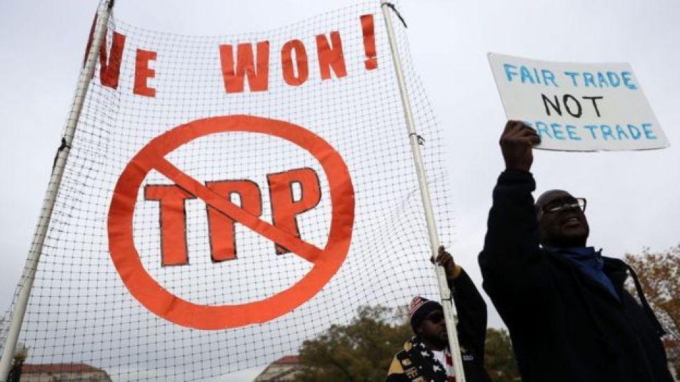 Manifestantes em Washington protestam contra o TPP