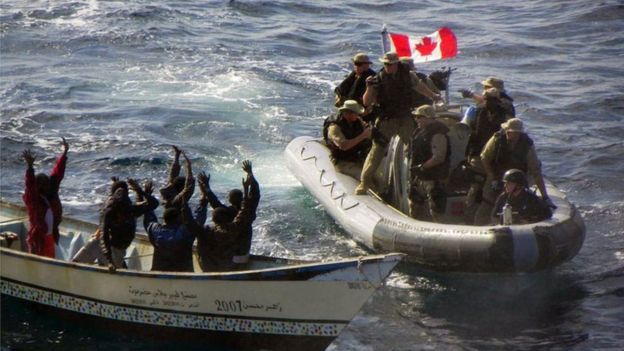 Tropas canadienses y piratas