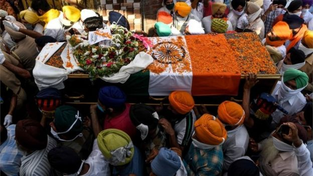 Indian people bid farewell to Indian soldiers who died in the conflict.