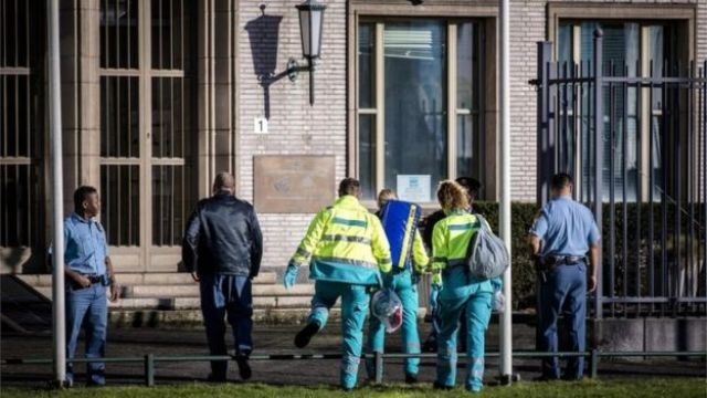 Equipes de emergência chegam ao tribunal de Haia