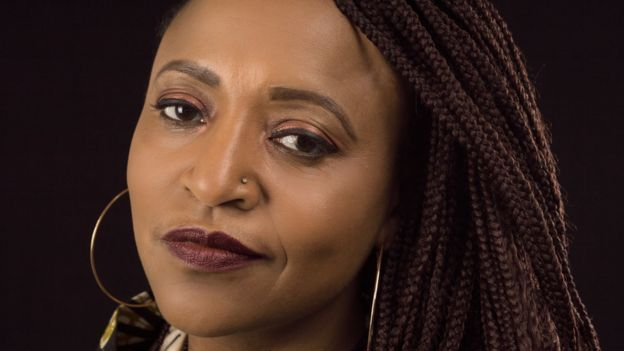 الممثلة الكوميدية والمؤلفة إنجامبي مكغراث