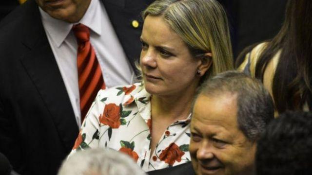 Deputada Gleisi Hoffmann durante sessão de votação para presidente da Câmara dos Deputados