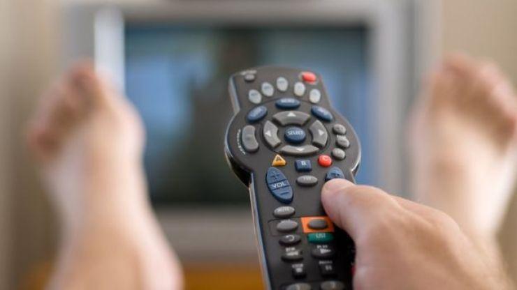 Persona viendo televisión