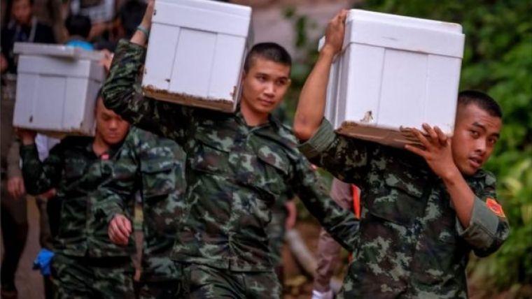Militares em resgate na Tailândia