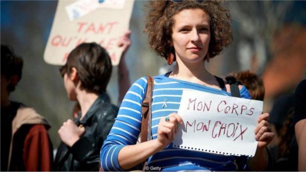 cinsel tacize karşı gösteri yapan kadınlar