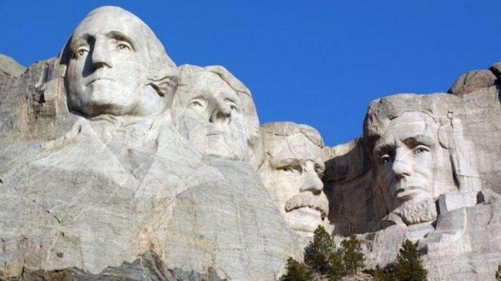 Washington, Jefferson, Roosevelt et Lincoln au Mt Rushmore dans le Dakota du Sud