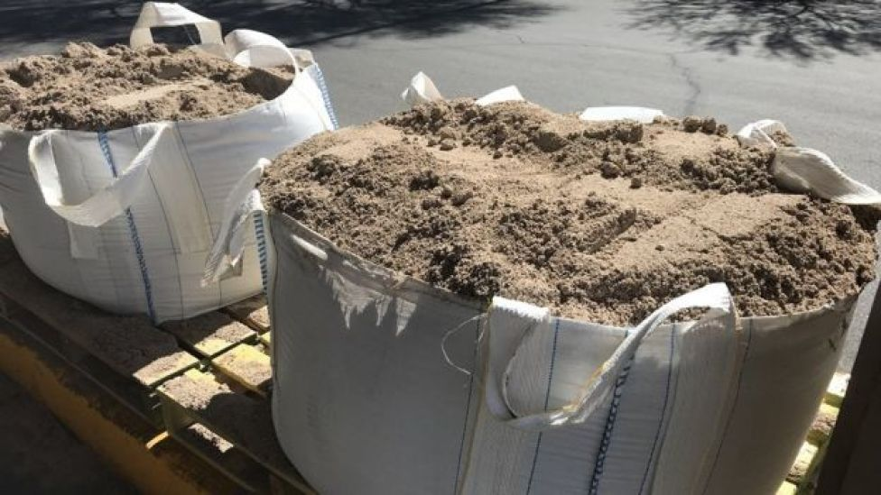 Bu çanta yaklaşık bir küp metre kum barındırıyor