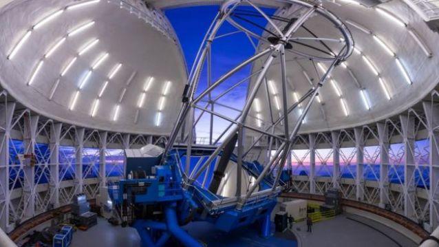Vista interna do telescópio Gemini Norte