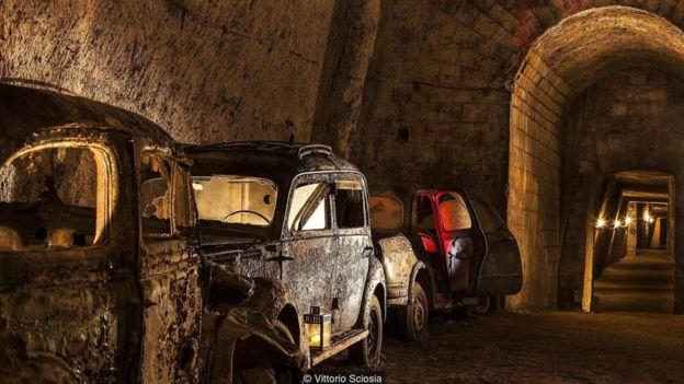 Đường hầm đầy những xe hơi cổ này đã được khám phá sau thời gian dài lãng quên