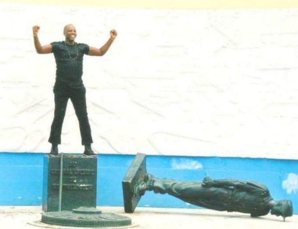 La première fois que M. Essama a renversé la statue du Gén Leclerc en 2003