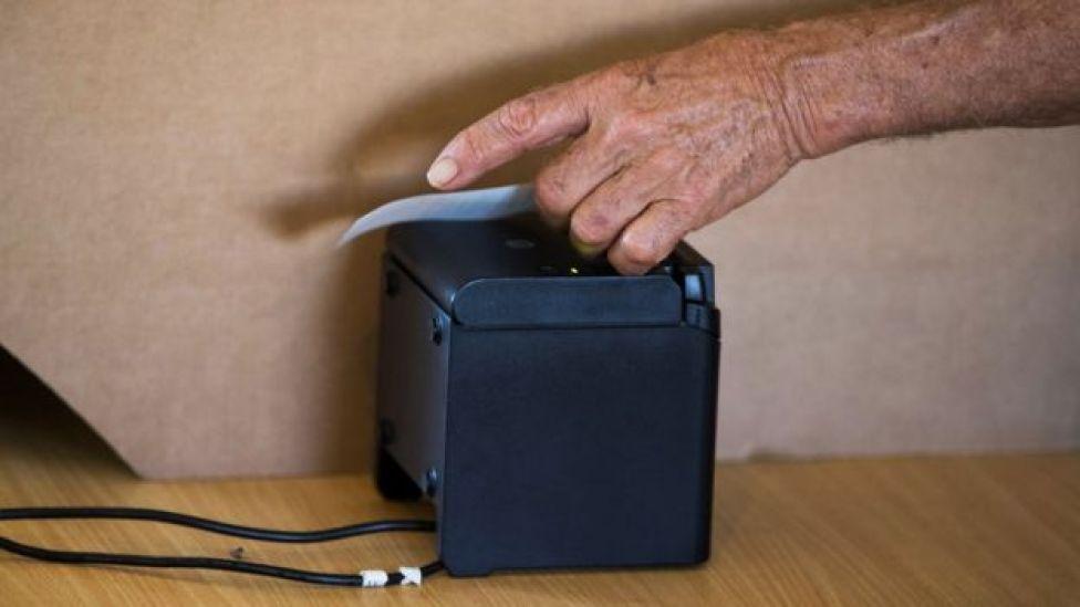 Máquina de voto automatizado.