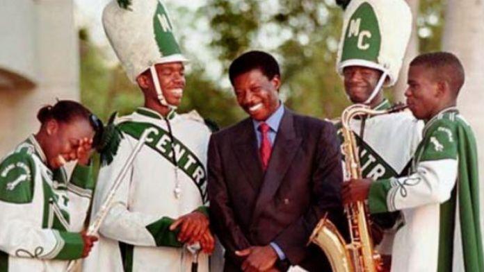 Sissoko Foutanga dit Babani a offert un voyage à New York à des lycéens de Miami.