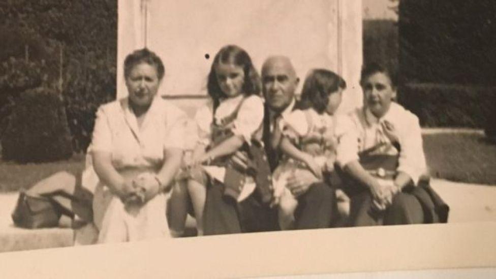 Sertel ailesi 1955 yılında Viyana'da