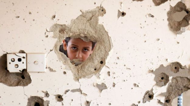 Destruction caused by a Saudi raid in the city of Taiz
