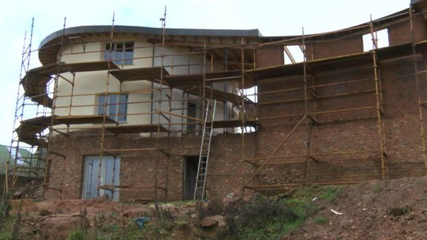 West Country Cob Houses The Man Building A House Out Of Mud BBC