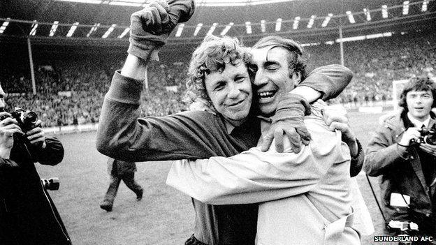 Sunderland manager Bob Stokoe (right) with goalkeeper Jimmy Montgomery
