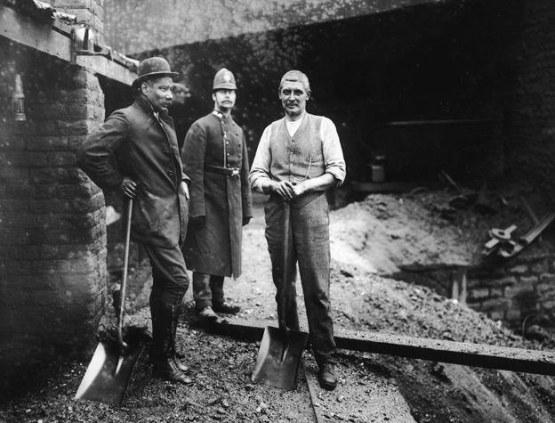 Mineiros em greve em Tonypandy, no País de Gales, em 1910