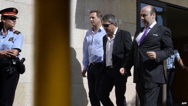 The father of Barcelona football star Lionel Messi, Jorge Horacio Messi (C) leaves the courthouse in the coastal town of Gava near Barcelona on 27 September 2013 after and audience on tax evasion charges