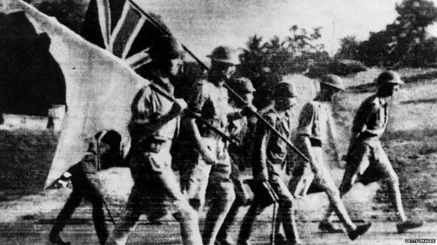 Japanese troops escort surrendering British soldiers in Singapore (1 Feb 1942)
