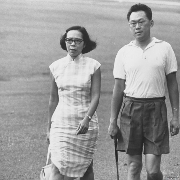 Prime Minister Kuan Yew Lee and wife practising golf on the ground of Sri Temasek (1 May 1965)