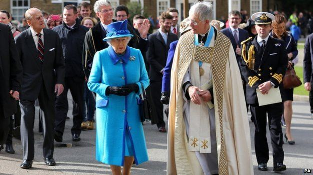 The Queen accompanied by The Very Reverend Dr Robert Willis, Dean of Canterbury Cathedral