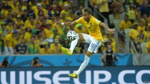 Neymar oo weerarka uga ciyaara xulka qarankiisa Brazil iyo Bercelona