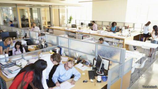"""ويقول غرينستون ميللر من شركة """"بيزينيس تالانت"""" إنه إذا اشتغل الناس أكثر من اللازم ينتهي بهم الأمر إلى عدم الرضا"""