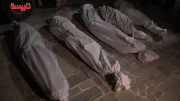 نشر نشطاء صورة ماقالوا انه جثامين خمسة من افراد اسرة واحدة