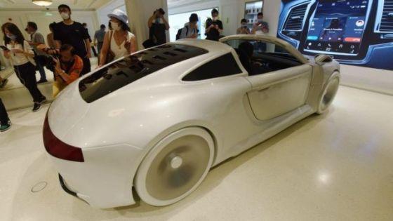 在其新的全球旗舰店中配备了华为智能系统的车辆。