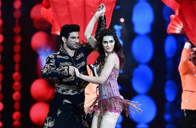 Sushant Singh Rajput dancing on stage