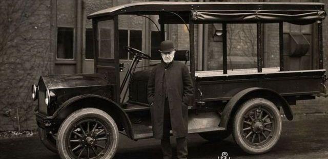 Edison pensait que sa voiture électrique allait dominer les rues de l'époque, mais ce ne fut pas le cas.