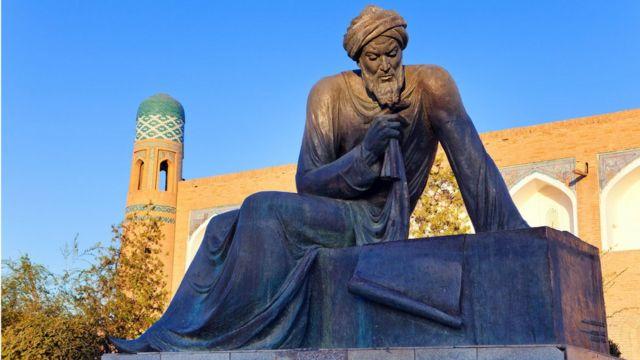 İranlı Matematikçi Harizmi'nin Özbekistan'daki heykeli.