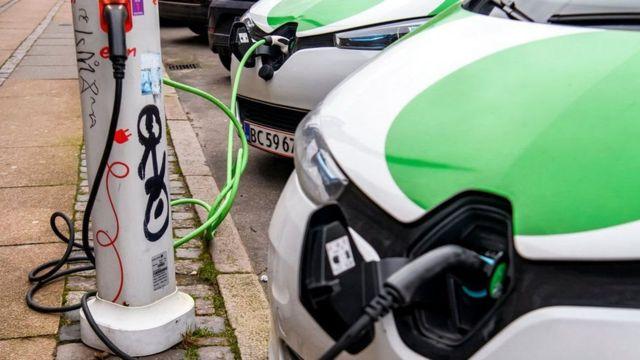 انتشرت وحدات شحن السيارات الكهربائية في مراكز المدن
