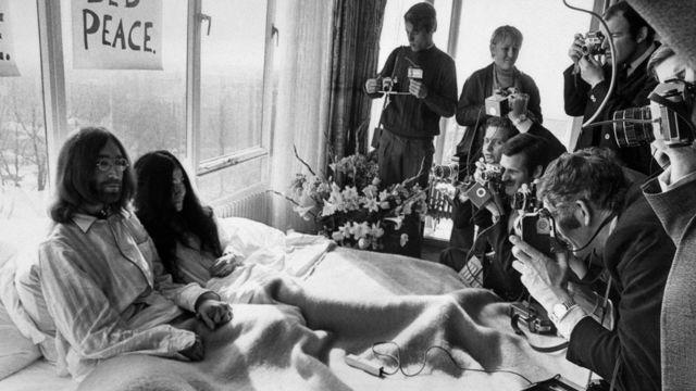 Джон и Йоко в постели