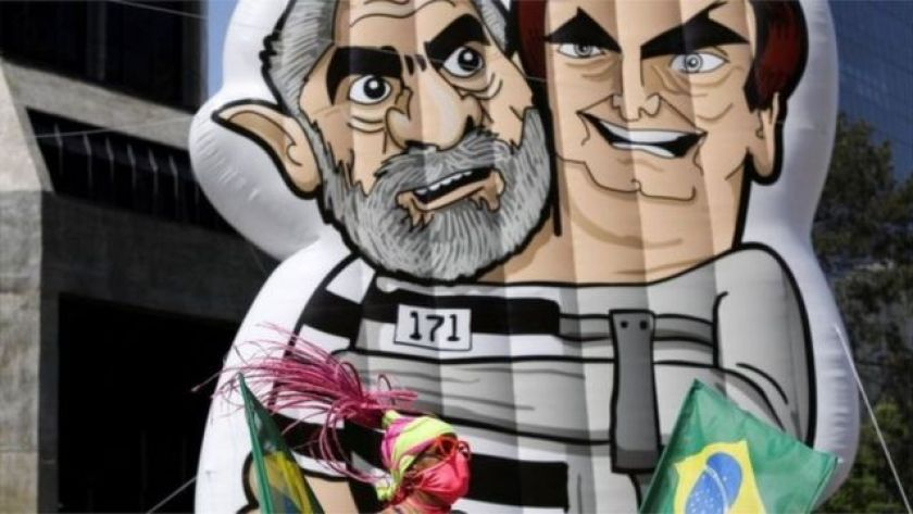 Doll with images of Lula and Bolsonaro in protest on Avenida Paulista on September 12th