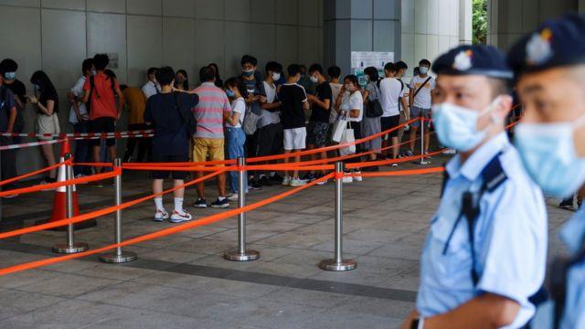 香港高等法院外市民排队轮候旁听唐英杰案判刑(30/7/2021)