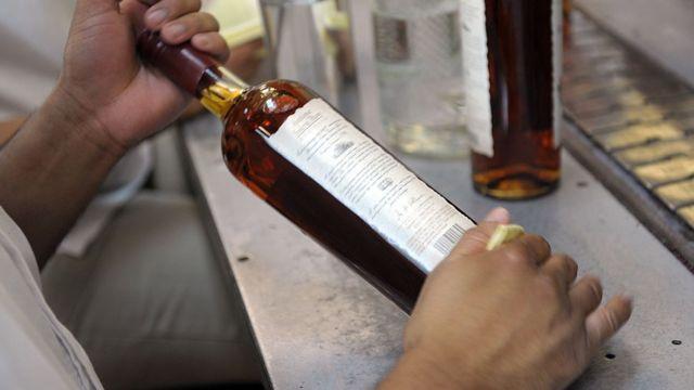 Garrafa de rum da marca Santa Teresa